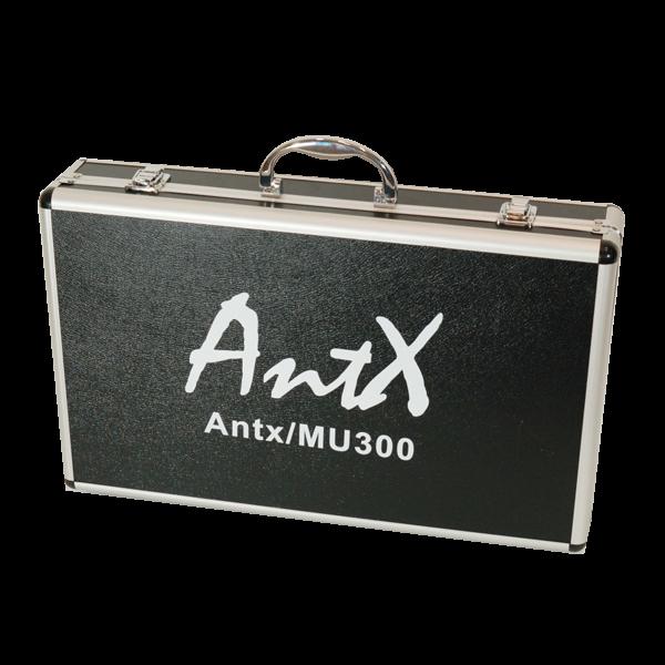 Двоен безжичен UHF микрофон MU300 с акумулатори и зарядно